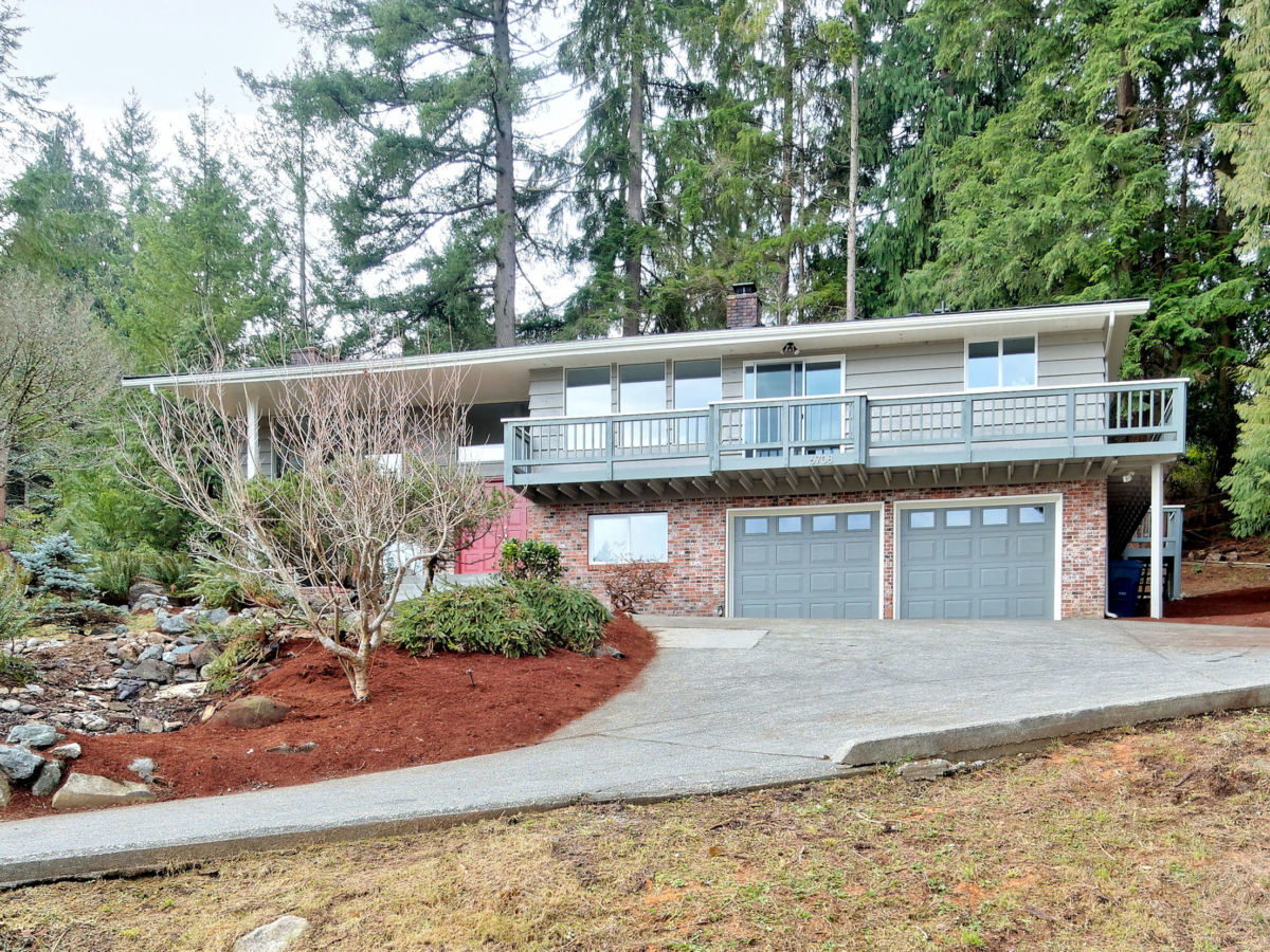 Featured Property of the Week: Updated Mid-Entry Snohomish Home