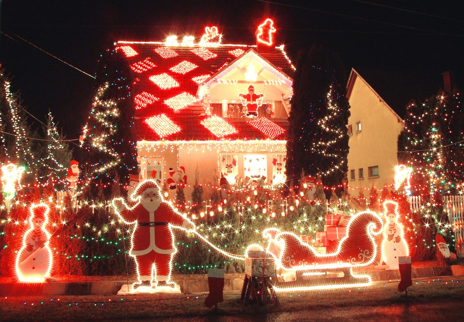 8 Tips for Hanging Christmas Lights